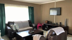 3 BEDROOM HOME IN THE CENTRAL AVENUES