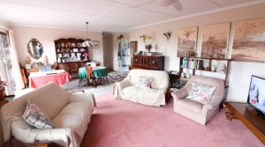 Large 3 Bed Townhouse PLUS 2 Bed Flat