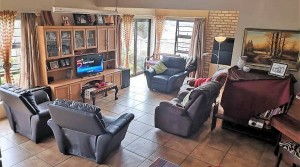 LOVELY 3 BEDROOM, DOWNSTAIRS HOME