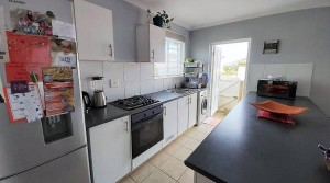 MODERN 3 BEDROOM TOWNHOUSE IN A SECURE COMPLEX