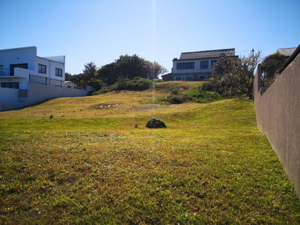 Prime Location on Oceanway with Seaview