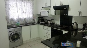 Modern 2 Bed Flat in secure complex