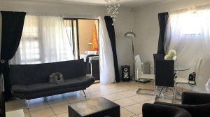 Modern 3 bedroom townhouse in a secure complex!