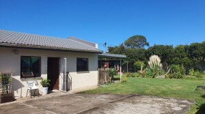 Charming 2 Bedroom Gonubie Home Close to the Sea