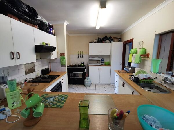 Sunny North-facing family home in the heart of Gonubie